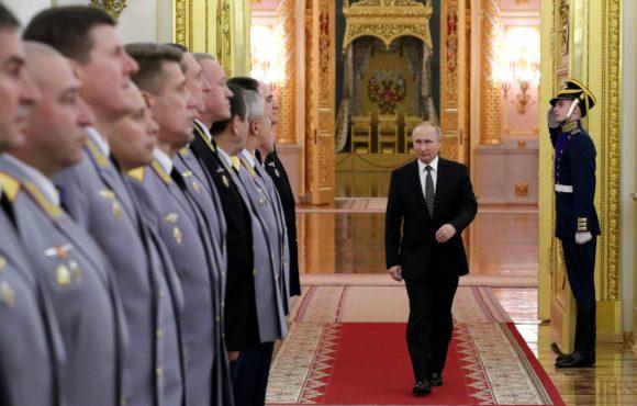 Владимир Путин призвал сотрудников МВД укреплять доверие общества к своей службе