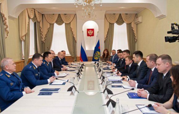 Генпрокурор РФ Игорь Краснов провёл личный приём предпринимателей в Симферополе